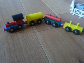 Bild 4 - Holz-Lokomotive sowie Häuser Bäumen Tiere - Vaihingen
