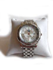 Sportliche Armbanduhr von BMW