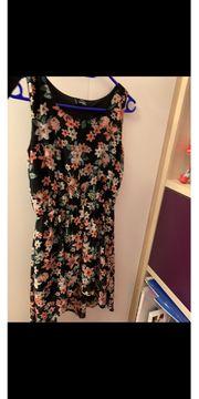 hübsches Kleid für den Sommer
