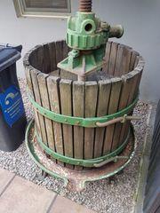 Alte Weinpresse zu verkaufen