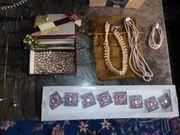 Viele Ketten Perlen Schmucksteine 60