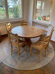 Echtholztisch mit Stühlen
