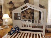 Bett Kinderhaus mit einem zweiten