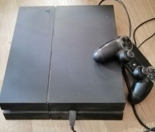 Sony Playstation 4 mit Spielen