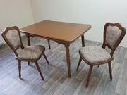 Esstisch mit zwei Stühlen