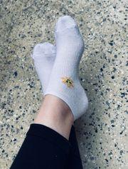 Biete frisch getragene Socken