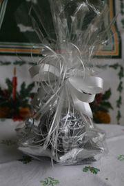 Weihnachtskerzen Kugelkerze auf Keramikteller in