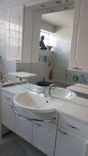 Hochglanz Badmöbel mit Spiegelfront Waschbecken