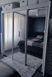 Kleiderschrank -Schwebetüren mit Spiegelfront in