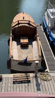 Backdecker altes Motorboot