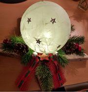 Weihnachts-Advent Leuchtkugeln auf Holzstern mit