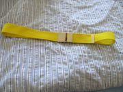 gelber Textilgürtel