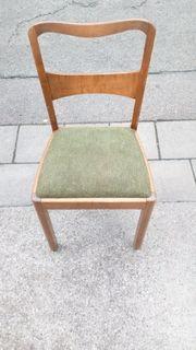 stabiler Holzstuhl mit federgepolstertem Sitz