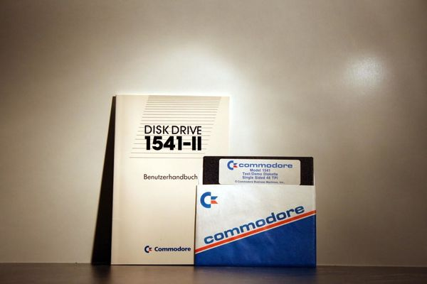 Commodore Disk Drive 1541-II Bedienungshandbuch