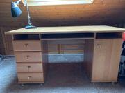 Robuster Schreibtisch aus Holz L