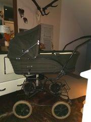 Schöner alter Kinderwagen