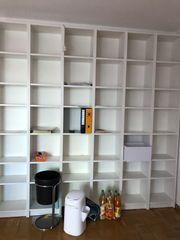 Arbeitszimmer diverse Regale Schreibtisch auch