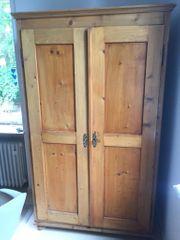 Schöner aufgearbeiteter alter Naturholz Schrank