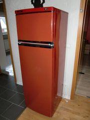 Stylischer Kühlschrank in ROT