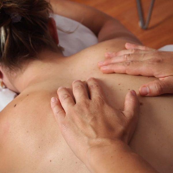 Erotische Ganzkörperölmassage für Sie
