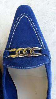 Elegante Slipper aus royalblau leuchtendem
