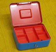 Neuwertige unbenutzte Geld-Kassette mit Schlüssel