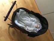 Antiker Puppenwagen und Puppe mit