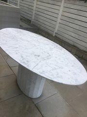 Marmortisch mit ovalen Platte Größe
