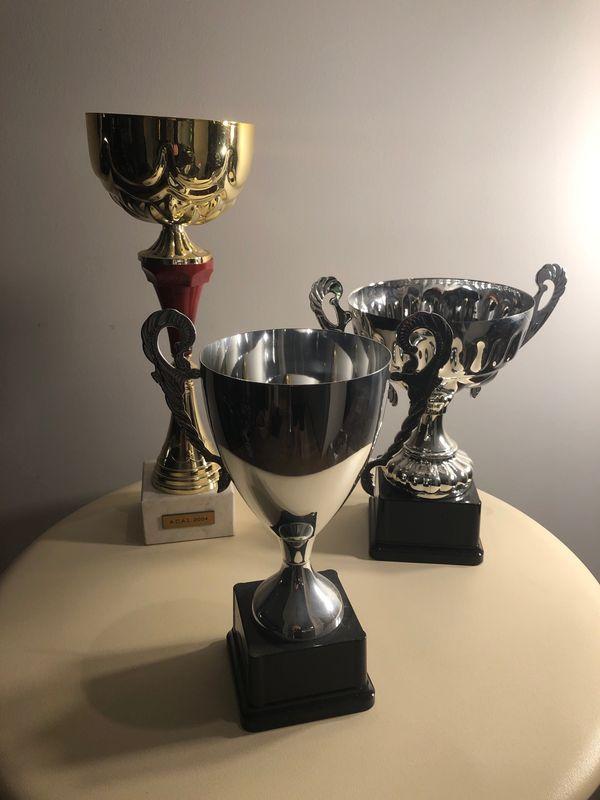 Drei Pokale - Preise für Sportveranstaltungen