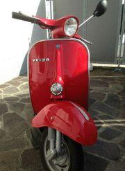 Vespa 50 Rundlicht Rot Fährt