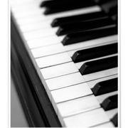 Biete Klavierunterricht für Anfänger