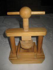 aussergewöhnlicher Nussknacker aus Holz als