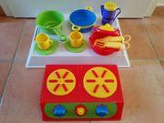 Kochplatte und Geschirr für Kinderküche