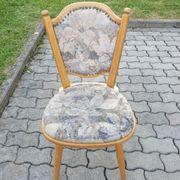 Schöner stabiler Stuhl