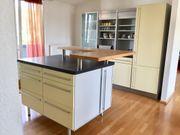 Einbauküche mit zwei Küchenzeilen und