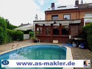 Haus mit Terrassen Garten Pool