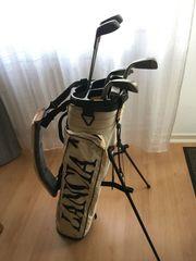 Golftasche mit Schlägern Bällen und