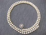 Perlenkette mit Verschluss in Blütenform
