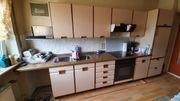 Küchenzeile mit Siemens-Backofen und Siemens-Cerankochfeld