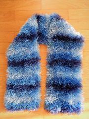 Gestrickter Schal Handarbeit blau gestreift