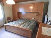 Großes Schlafzimmer komplett mit Bettüberbau