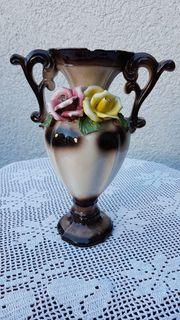 Ein sehr alte stilvolle Porzellanvase