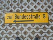 Straßenschild Verkehrsschild Zur Bundesstrasse 9