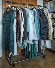 diverse Damenkleider und Damenröcke Gr