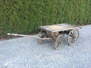 Holzwagen antiker Wagen aus Holz