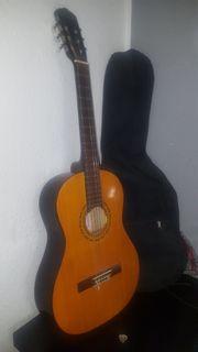 Gitarre der Marke Clifton mit