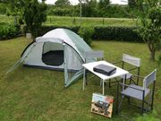 Campingausrüstung Festivalausrüstung 4-Personen-Zelt Gaskocher Sitzgelegenheiten