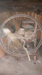 Antike Kurzfuttermaschine Streuehäcksler