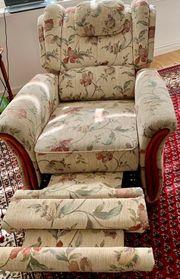 Couch mit zwei Reflexesessel gut