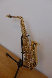 Gebrauchtes Altsaxophon Messing lackiert leichte